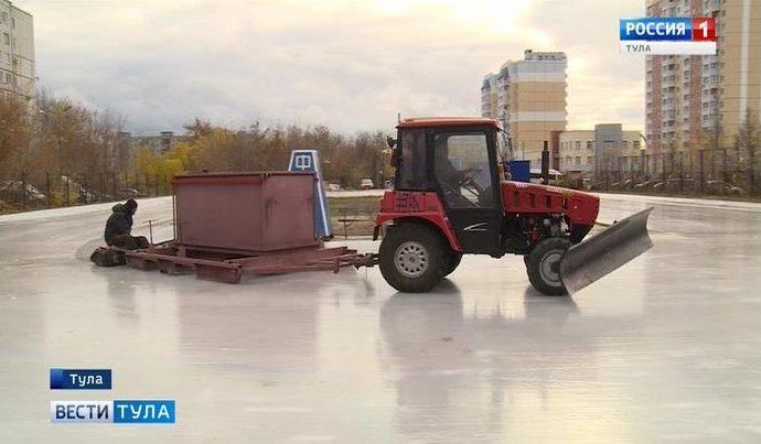 Мелкий дождь помог быстро нарастить лёд на Зареченском катке