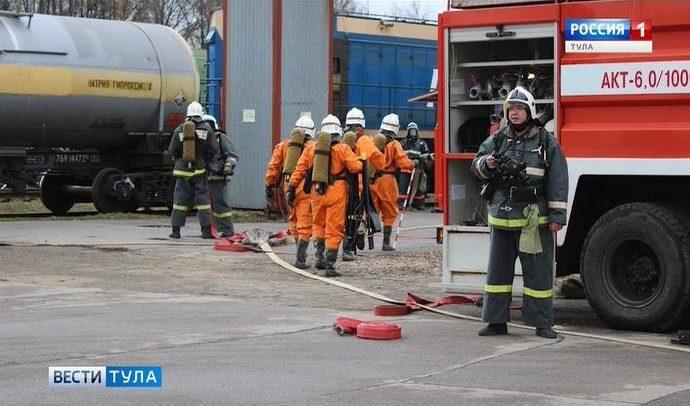 Тульские спасатели не растерялись при «возгорании» цистерны с химией