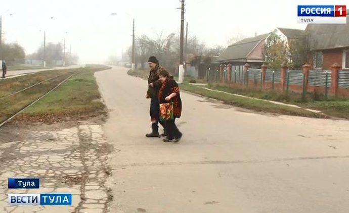 Жители Мяснова садятся в трамвай с риском для жизни