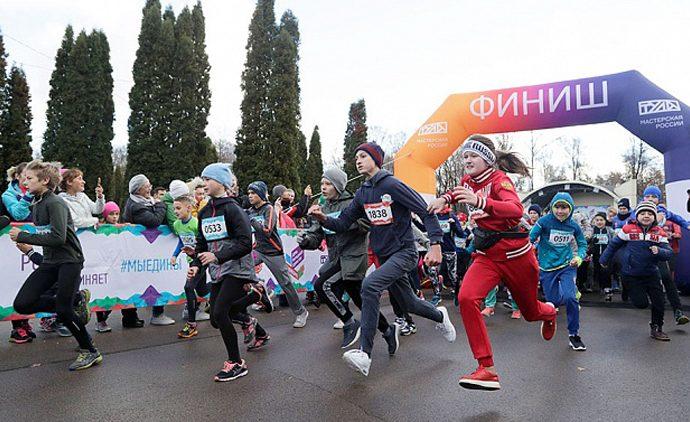 Легкоатлетический забег в Центральном парке собрал около 2 тыс. человек