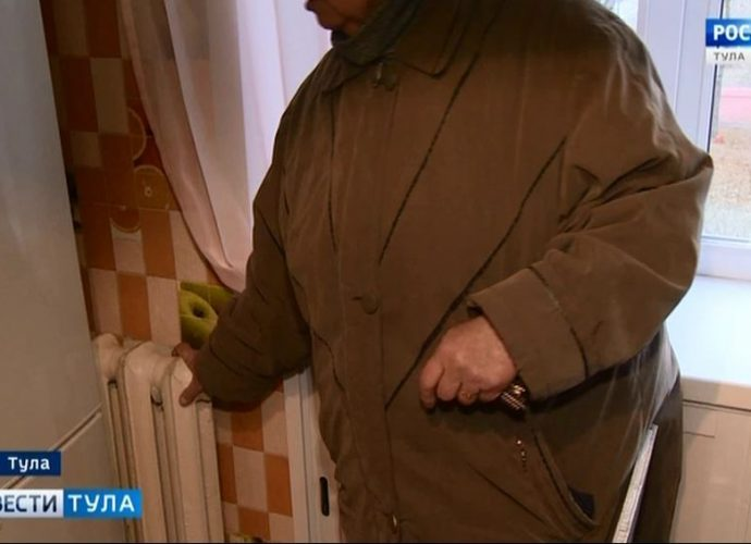 Мёрзнущих жителей посёлка Менделеевского уверяют, что всё в норме