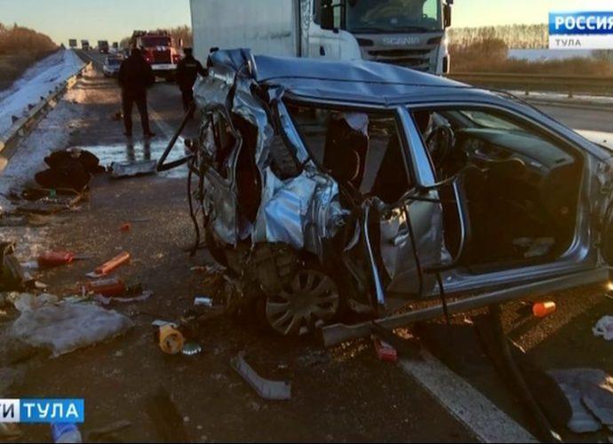 В жутком ДТП в Узловском районе погиб пассажир одной из машин