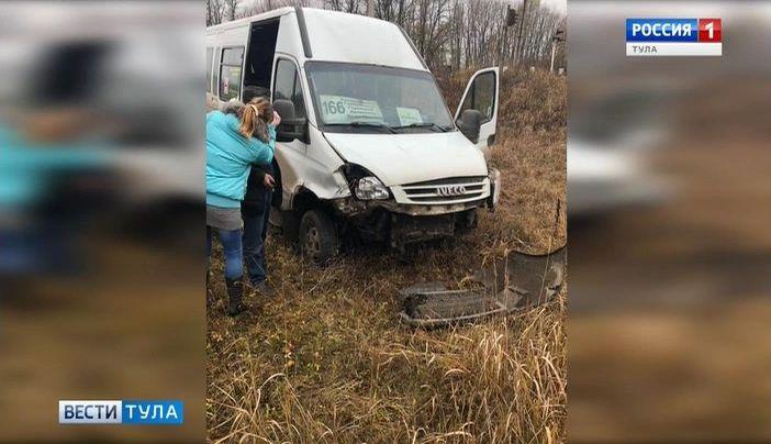 В Узловском районе в ДТП попал микроавтобус с пассажирами