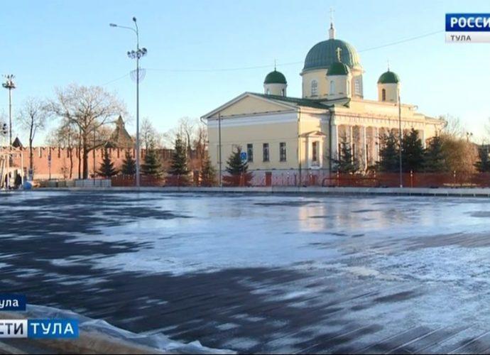 На главной площади Тулы приступили к заливке льда