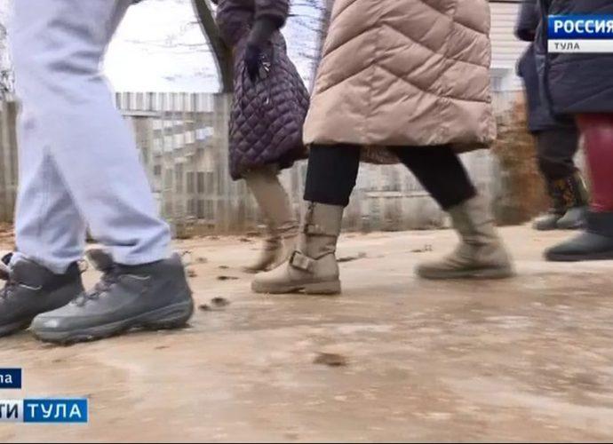 Жители улицы Полежаева в Туле стали фигуристами поневоле