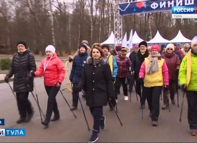 В Туле на акцию собрались около 500 человек с палками