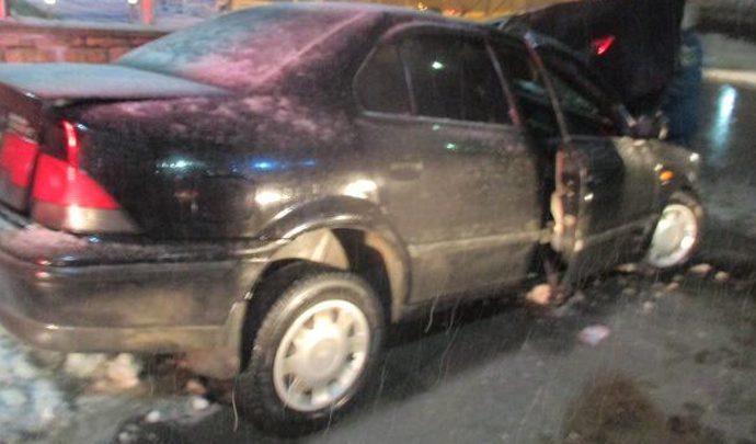 В Туле бесправный водитель врезался  в бетонное ограждение