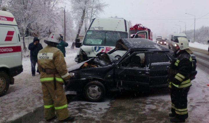 На трассе Тула-Новомосковск в ДТП попал автобус с пассажирами