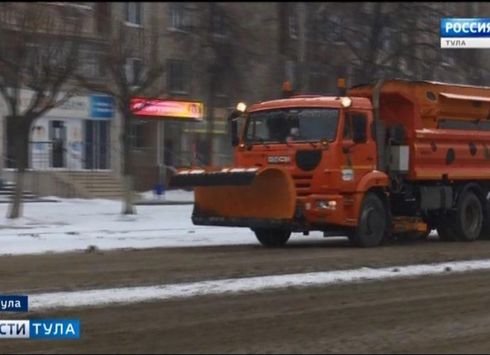 Десятки тонн реагентов высыпали на улицы Тулы