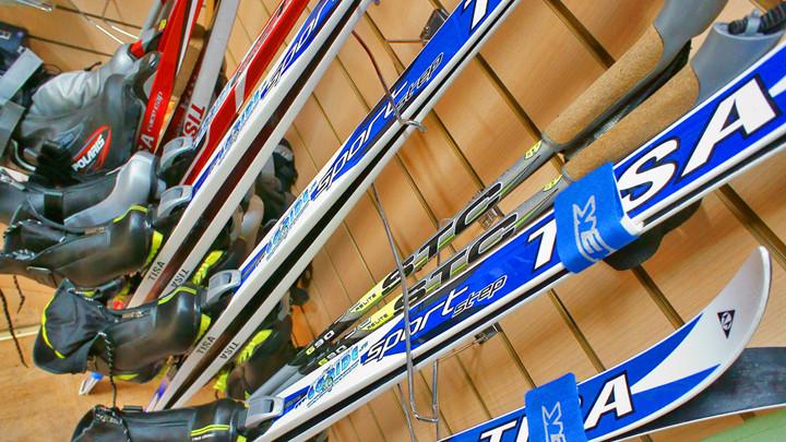 В Ясной Поляне теперь можно взять напрокат лыжи и финские сани