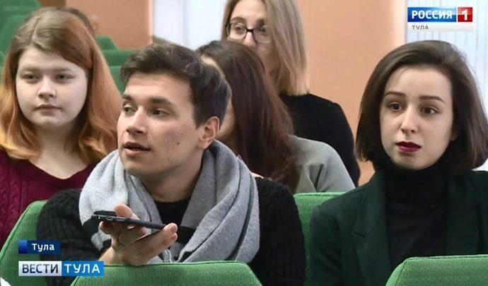 Будущие журналисты получили подарок от Алексея Дюмина