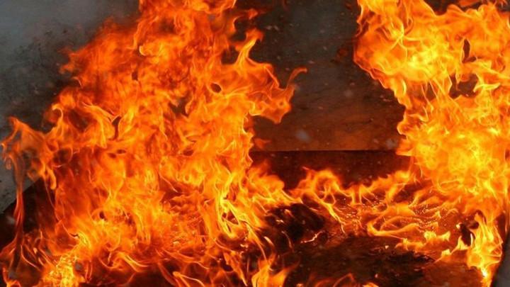 Следователи устанавливают причины гибели двух человек на пожаре