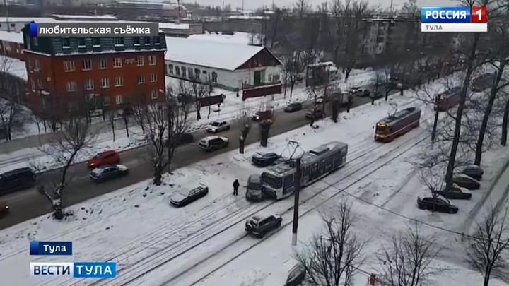 ДТП с участием трамвая помешало тулякам вовремя добраться до работы