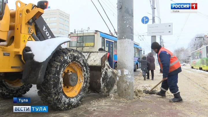 На улицах Тулы работают более 100 единиц спецтехники