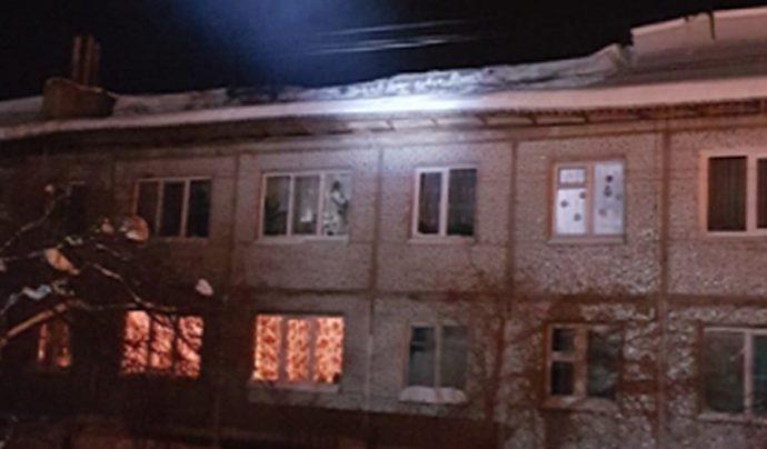 В Заокском районе из-за снега провисла крыша дома