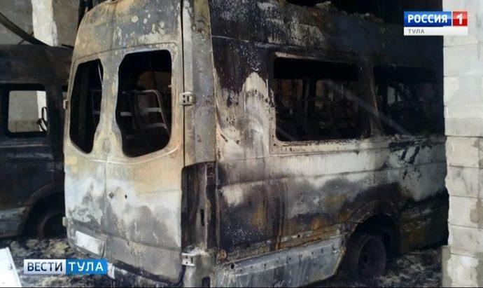 Пять микроавтобусов в Кимовске подожгли умышленно?