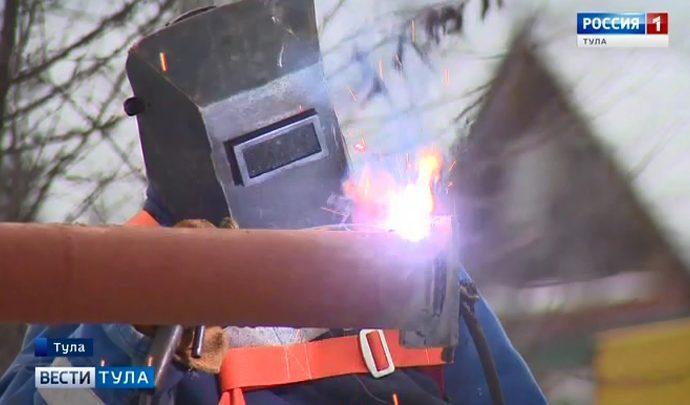 В тульском Заречье чинят поврежденную краном газовую трубу