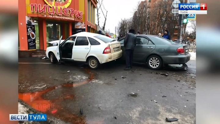 В Туле вылетевшие с дороги машины сбили пешеходов