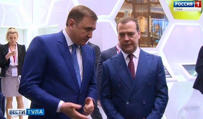 Дмитрий Медведев посетил площадку Тульской области на инвестиционном форуме в Сочи