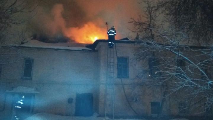 Ночью на Каминского в Туле сгорел дом
