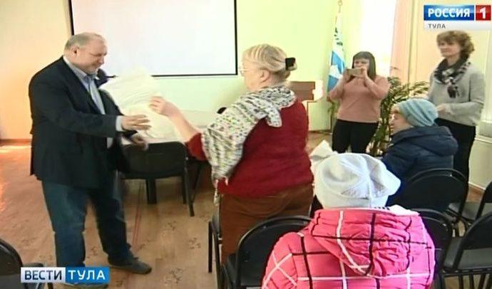 Директор ГТРК «Тула» вручил телеприставки жителям посёлка Первомайский