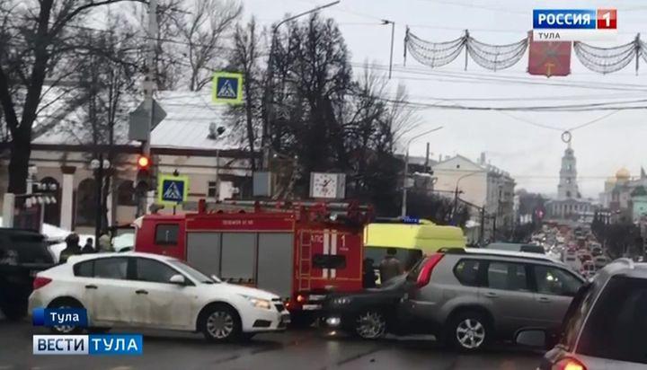 В Туле скорая помощь попала в ДТП