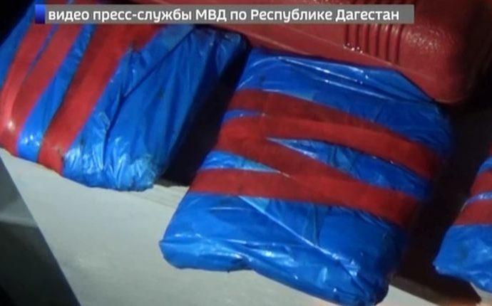 Дагестанские полицейские задержали наркокурьеров из Тулы