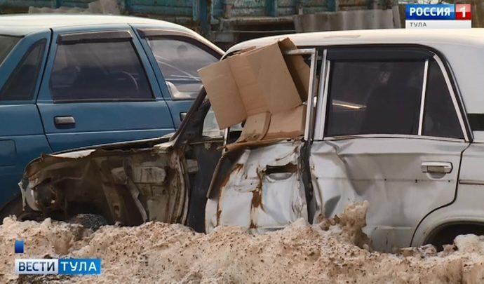 Житель Дубенского района превратил свой земельный участок в кладбище старых автомобилей
