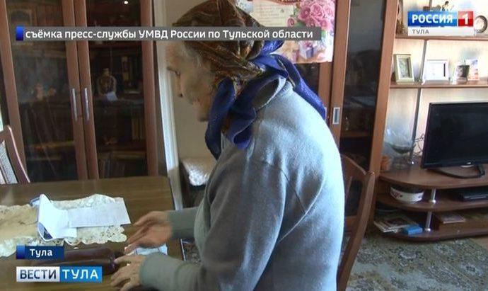 Тульская пенсионерка лишилась более 600 тысяч рублей после визита обманщицы