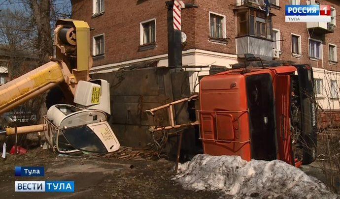 Чей кран рухнул на жилой дом в Туле?