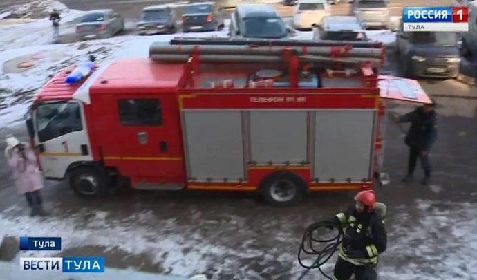 Тульские пожарные отработали навыки тушения пожара в высотке
