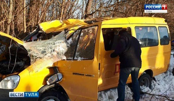 Школьный автобус с юнармейцами перевернулся в Тульской области