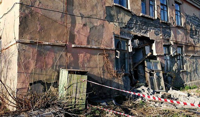 Дюмин взял на контроль расселение жителей аварийного дома в Богородицке