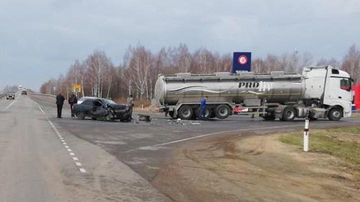 В Тульской области грузовик столкнулся с «Ладой»
