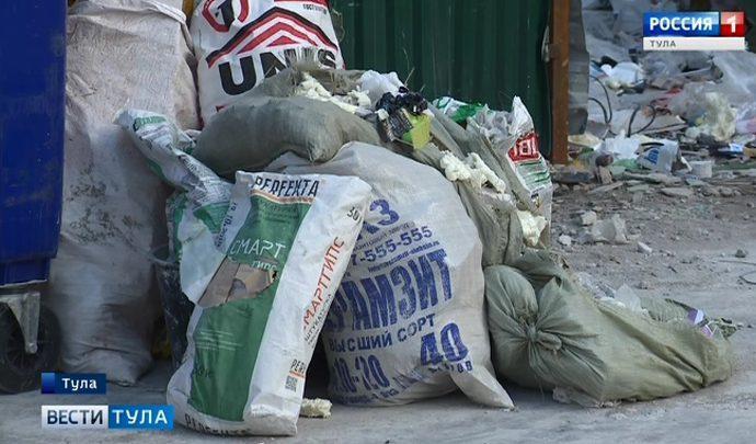 Кто должен вывозить строительный мусор с придомовой территории?