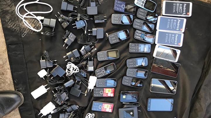 Сотрудник УФСИН пытался переправить в исправительную колонию крупную партию мобильников