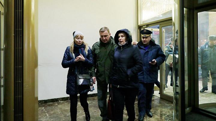 Алексей Дюмин лично проконтролировал размещение в гостинице детей, попавших в ДТП