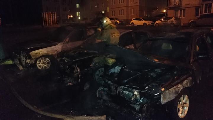 В «Левобережном» рано утром горели автомобили