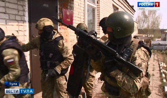 Бойцы тульского ОМОНа отработали  навыки по освобождению заложников