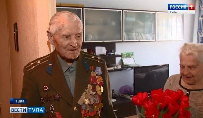 Столетний ветеран Иван Сёмин получил фронтовую посылку
