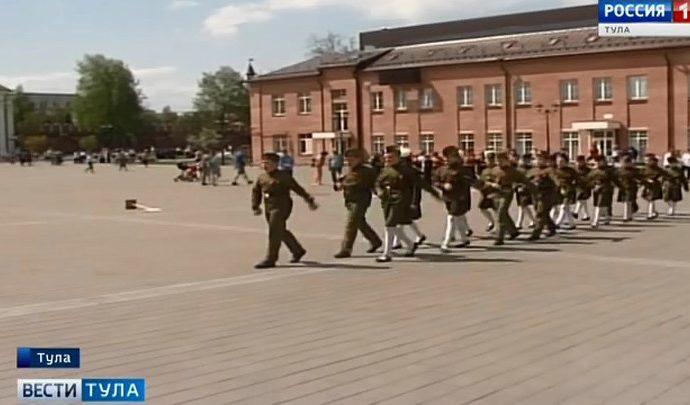 В Туле прошел парад юнармейских отрядов