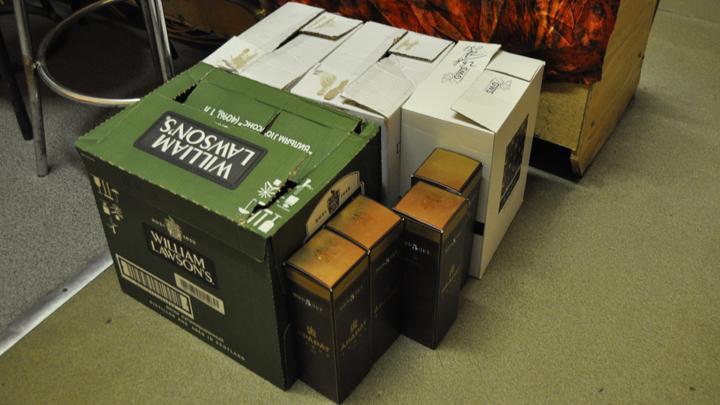 Сотрудникам МЧС, бравшим взятки алкоголем, назначено наказание