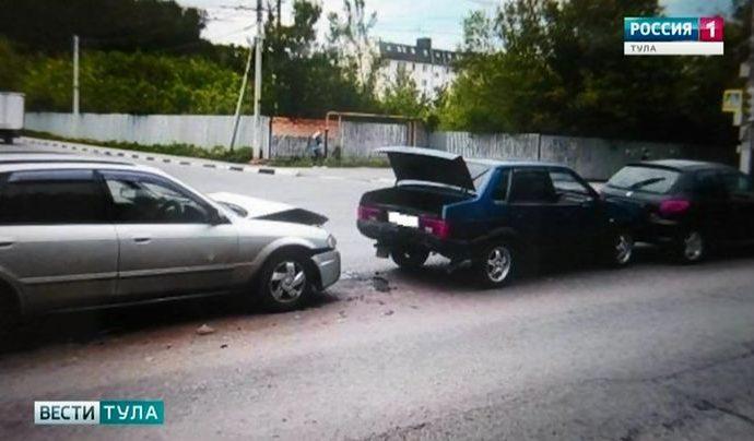 В Туле в ДТП с участием пяти машин пострадал ребёнок