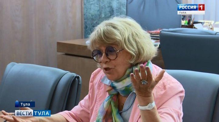 Сурикова открыла Дюмину секреты юбилейного фестиваля «Улыбнись, Россия!»