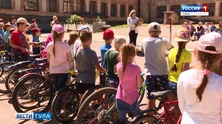 В Туле прошли соревнования школьников по фигурному вождению велосипеда