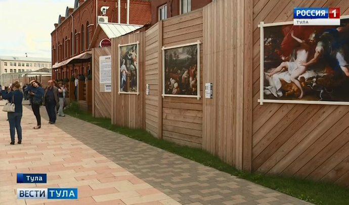 На Казанской набережной в Туле выставили  шедевры живописи