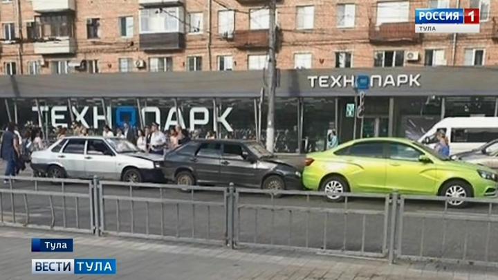 Трамвайная остановка в Туле  спровоцировала несколько ДТП