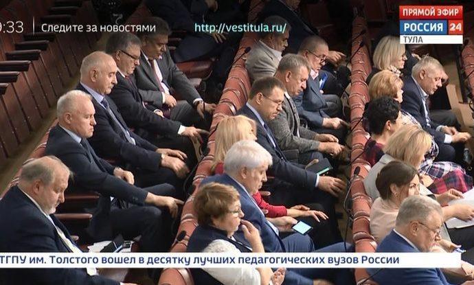 Алексей Дюмин напомнил областным депутатам, что победители пишут историю