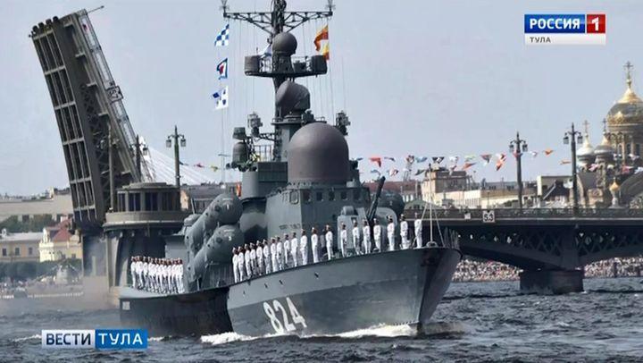 Алексей Дюмин посетил парад ВМФ