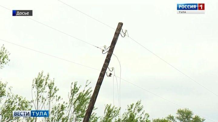 Ветер оставил без электричества часть Чернского района